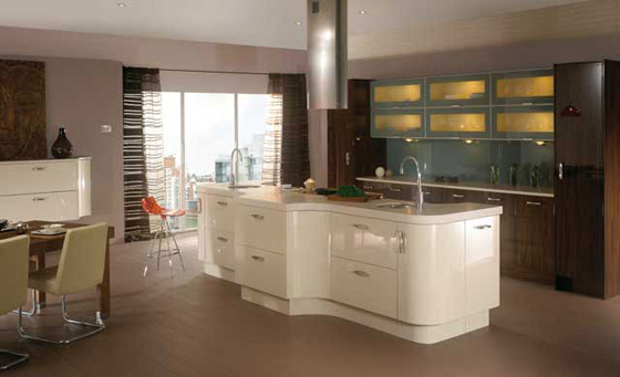Ultra High Gloss, Latte and Ebony kitchen