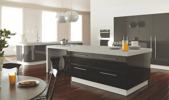 Zurfiz kitchen in metallic anthracite & black